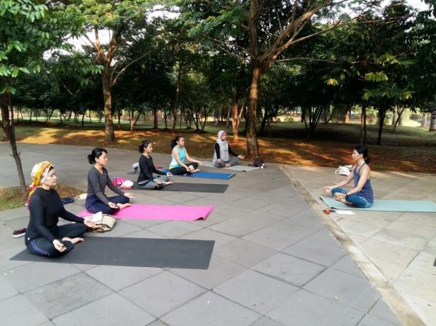 Bugar selama puasa dengan Light Yoga