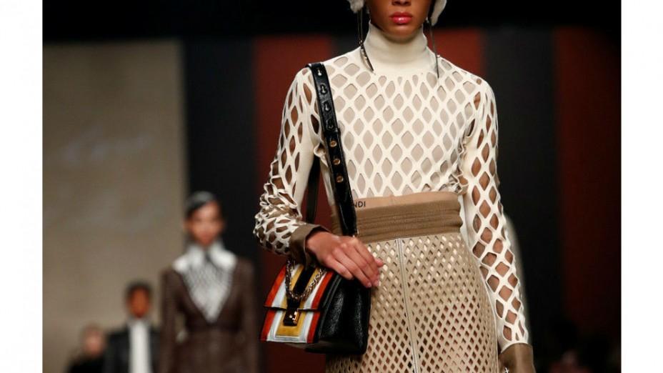 Desain Terakhir Karl Lagerfeld untuk Fendi Ditampilkan di Milan Fashion Week