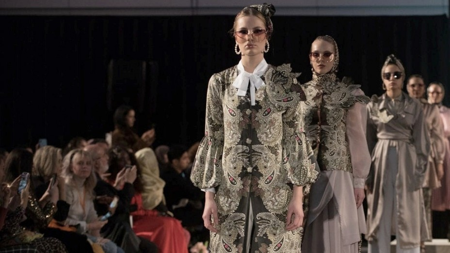 Karya Desainer Indonesia Memukau Amsterdam Modest Fashion Week 2019