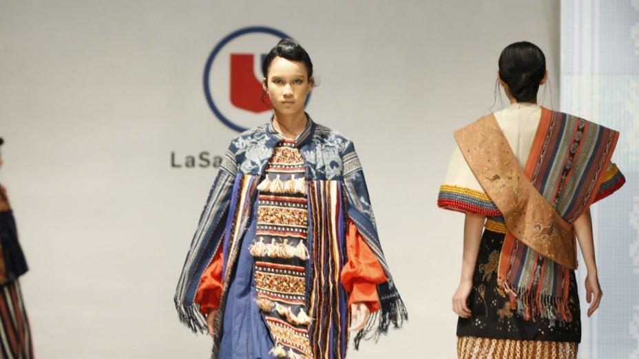 Pesona Kain & Tanah Flores dalam Creative Show 'Nian Tana'