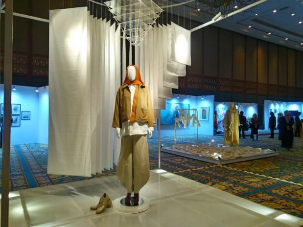 Sosok Wanita Penting dalam Instalasi Art-Fashion L.tru