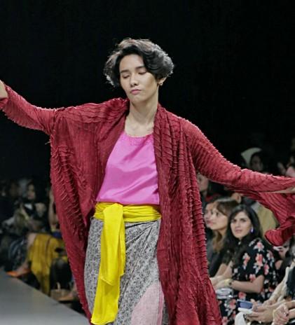 Bin House & Iwan Tirta Private Collection di Hari 1 Plaza Indonesia Fashion Week