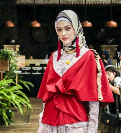 Dian Pelangi, Koleksi di Paris dan Menjadi 'Champion' dalam Modest Fashion