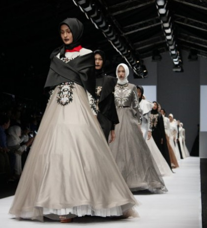 JFW 2017; Monochrome Never Gets Old for Elegance, Kursien Karzai