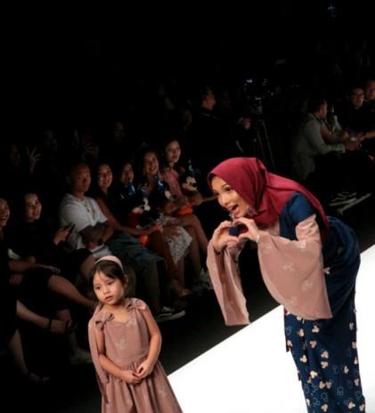Merayakan 90 Tahun Mickey Mouse di Panggung Jakarta Fashion Week
