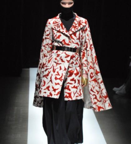 Ninja Headwear Identik pada Fashion Show Dua Desainer ini