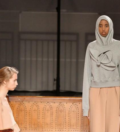 Presentasi Edeline Lee Untuk Wanita Berhijab dalam London Fashion Week SS 2018