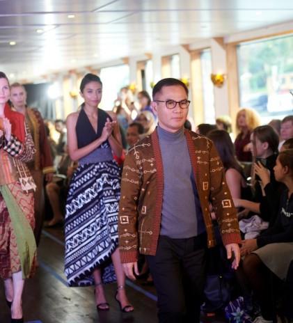 'Rising Tapis' dan Perjalanan Tenun Wignyo Rahadi