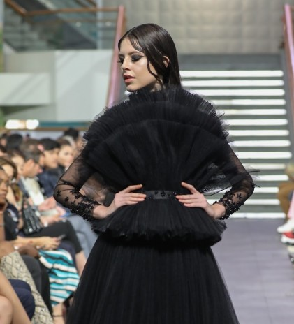 Selebrasi Fashion & Seni Burgonian dalam 'Infinito'