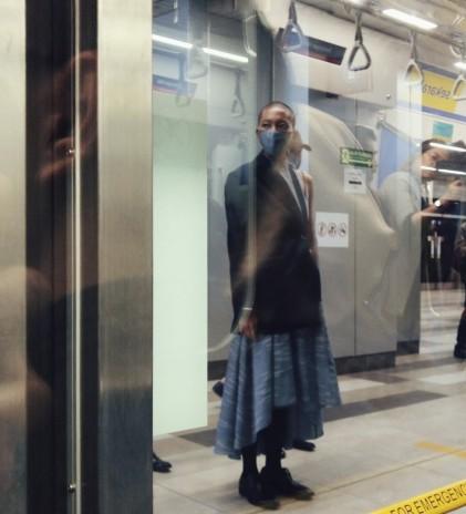 Kelindan Jakarta dalam Fashion Show di MRT