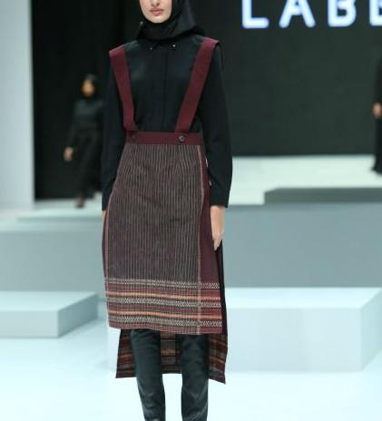 Ulos Bergaya Edgy Minimalis - Jenahara Black Label
