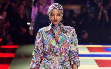 7 Model Berhijab di Paris Fashion Week 2019