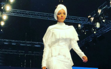 Cerita MUA Carolina Septerita Dandani Halima Aden di Dubai Modest Fashion Week