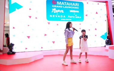 Matahari Hadirkan Koleksi Penyanyi Cilik Naura & Neona