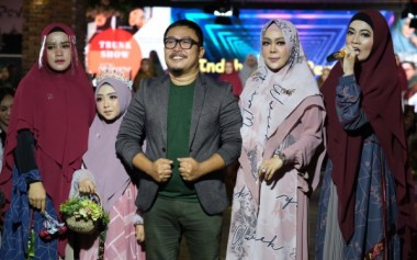 Paduan Warna Baru Busana Syar'i dari Kursien Karzai & Wwiek Muslimah
