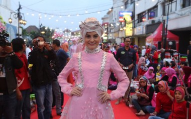 Shafira Fashion Show on The Street
