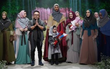 5 Desainer Tampilkan Busana Syari Bertema Hutan dan Hujan