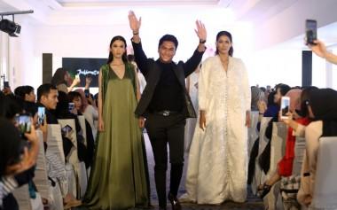 Julianto dan Gaun Mewah Rancangannya yang Tampil di New York Fashion Week