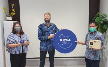 NIVEA Crème Tin untuk Tenaga Medis Indonesia